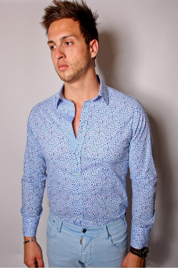 La chemise fleurs homme la chemise hawa enne la d contraction tout en portant une chemise j - Porte chemise dressing ...