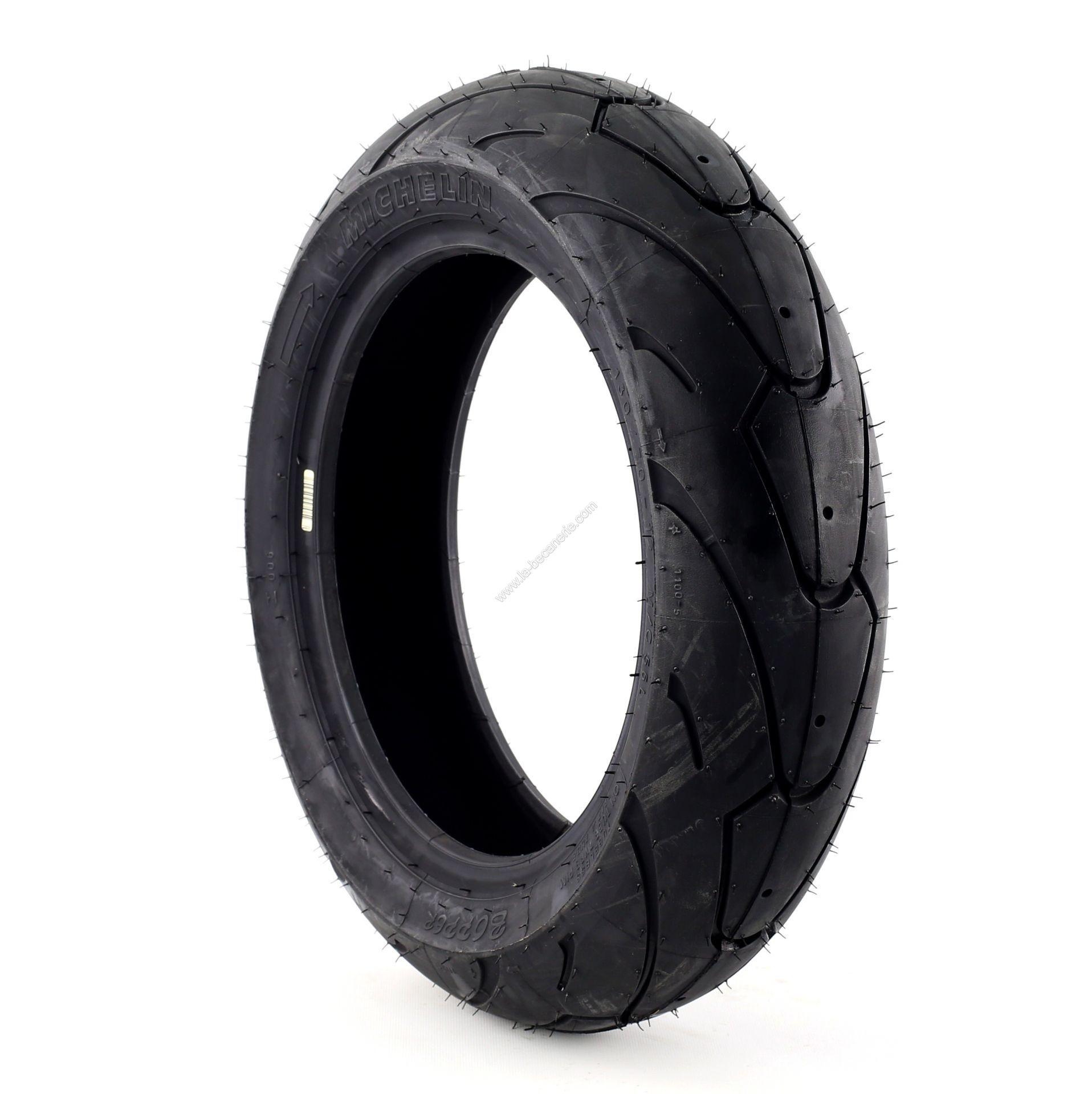 Combien de temps faut-il pour changer les pneus du scooter?