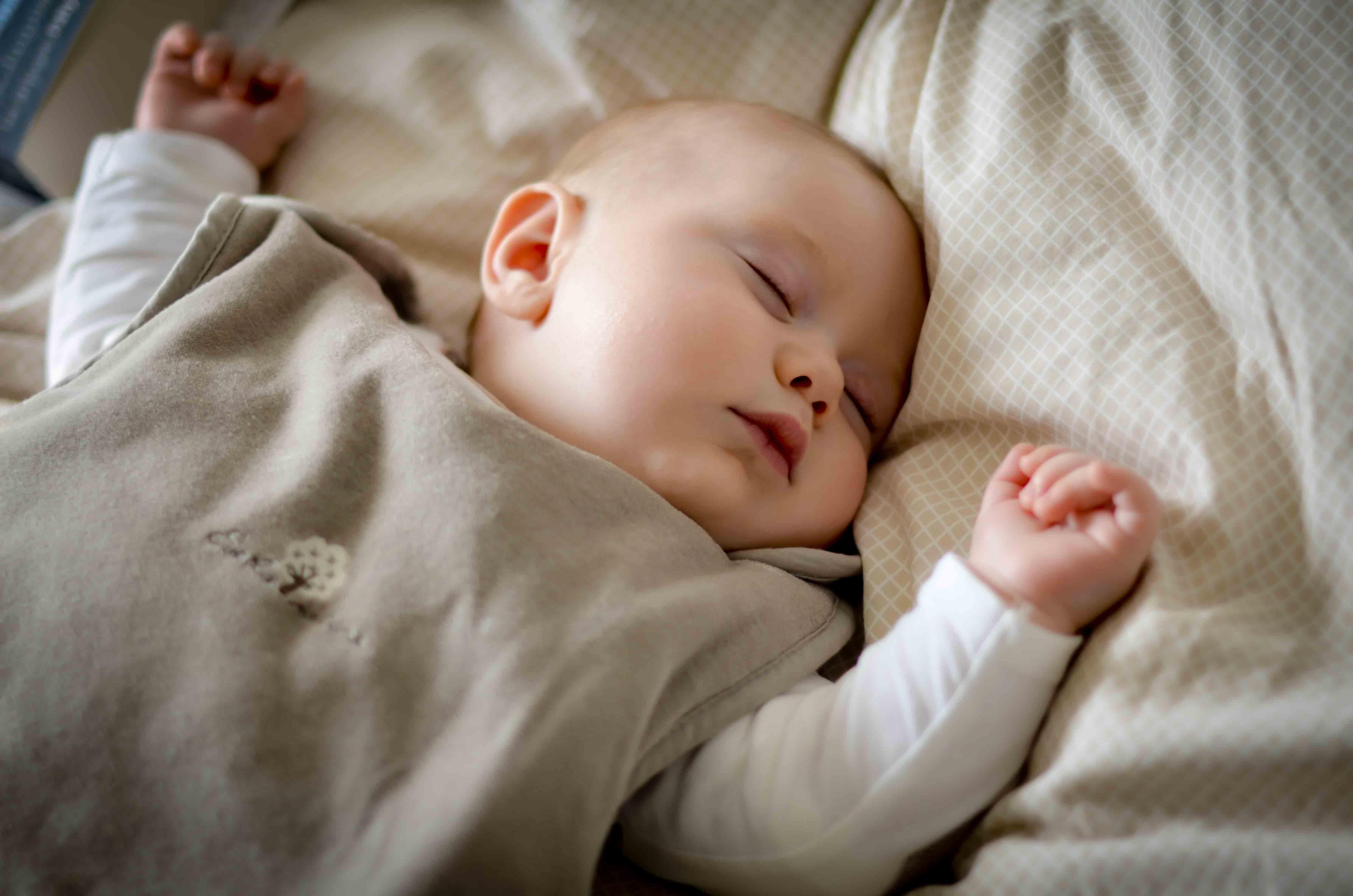 comment faire dormir un enfant. Black Bedroom Furniture Sets. Home Design Ideas